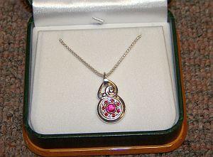 Auction_necklace