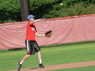 alumni_baseball_throwing