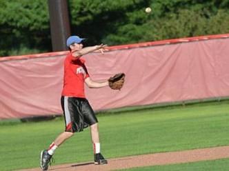 alumni_baseball_throwing