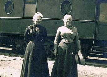 GhostWalk_Elizabeth Snyder and Julia Work