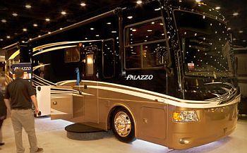 Palazzo-Thor-Motor-Coach