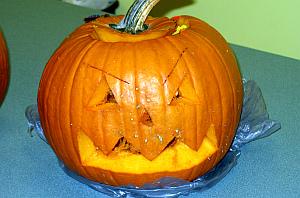 PlymouthLIbrary_pumpkin_carving_2012